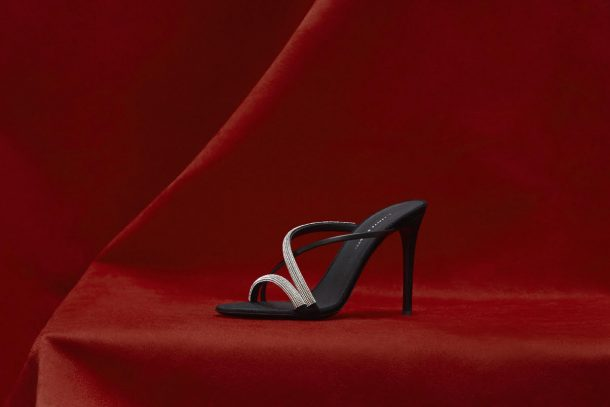 這個秋冬就是要閃! Giuseppe Zanotti 「Croisette Crystal」裸跟鞋率先隆重登場!