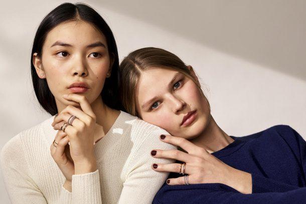眾多名人示範! DE BEERS 隆重推出 HORIZON 戒指系列,自由旋轉特性增佩戴趣味