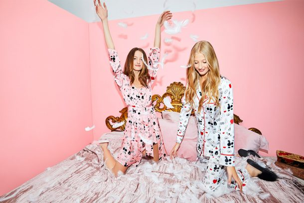ALICE + OLIVIA 與 MORGAN LANE 合作推出睡衣系列