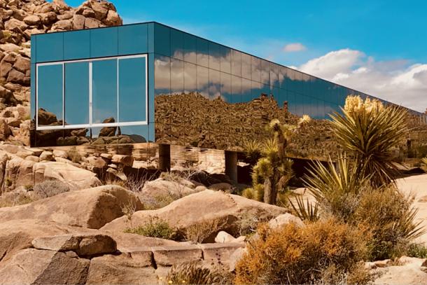 這間房子不是海市蜃樓,而是隱身於美國加州約書亞樹沙漠的 Invisible Mirror House!