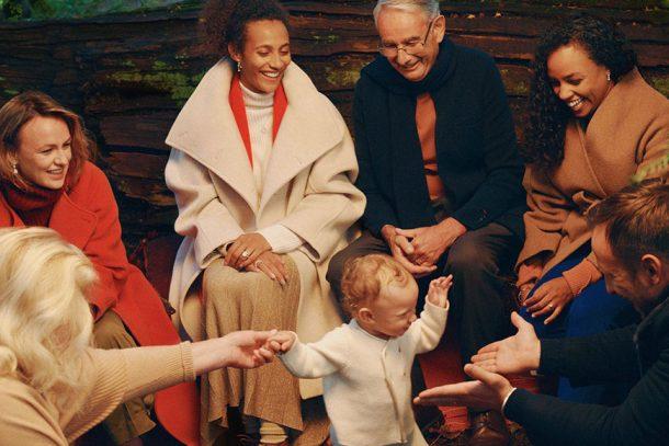 De Beers 帶來「Treasured. Forever.」聖誕主題,以永恆閃耀的鑽石,將生命中的美好時刻永遠定格!